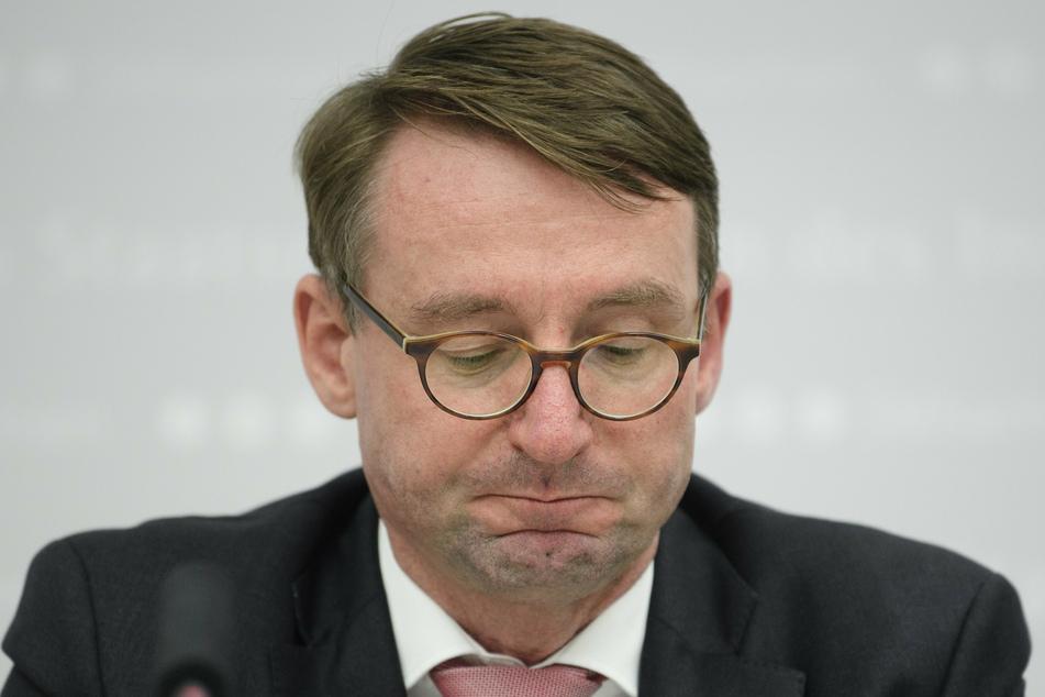 Schon länger soll Innenminister Roland Wöller (CDU) vom illegalen Verkauf sichergestellter Fahrräder gewusst haben.