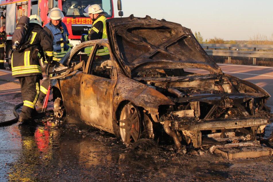 Auto geht auf der A9 in Flammen auf