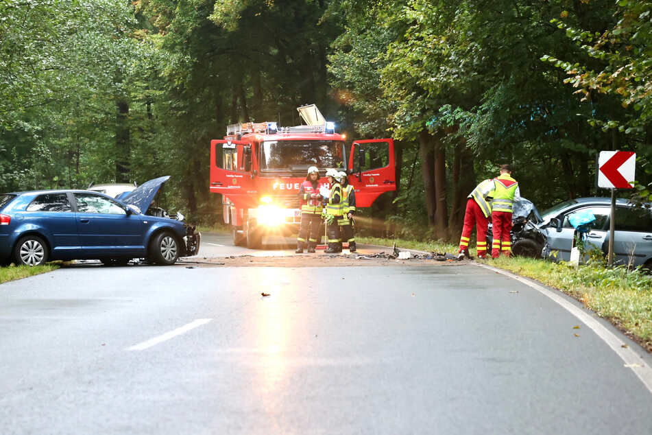 Die Straße der Unfallstelle wurde zeitweilig in beide Richtungen gesperrt.