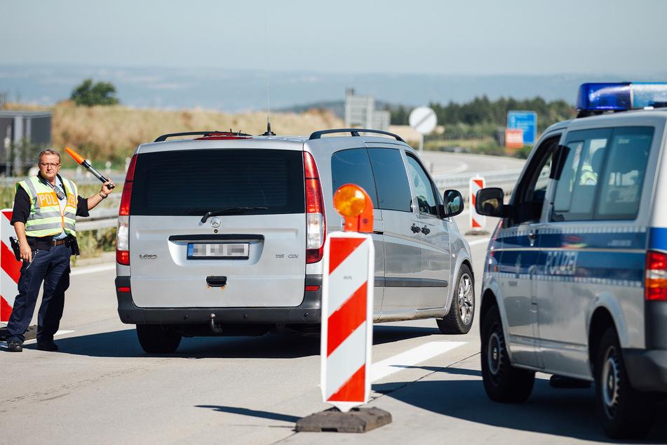 Polizisten entdeckten den vermeintlichen Hunde-Schmuggler bei einer Routinekontrolle (Symbolbild).