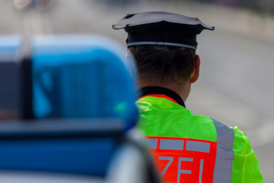Aggressiver Alkohol-Fahrer knallt gegen Ampel und schlägt einem Polizisten ins Gesicht