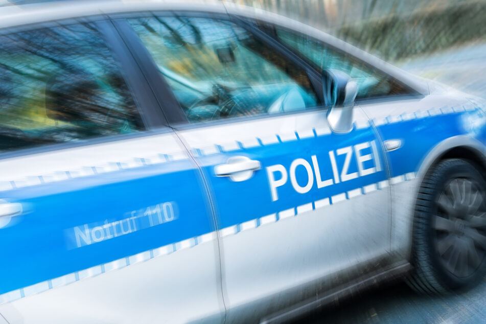 Die Jugendlichen, die zwei Autos gestohlen hatten, wurden nach einer wilden Verfolgungsjagd nahe Leipzig aufgegriffen. (Symbolbild)