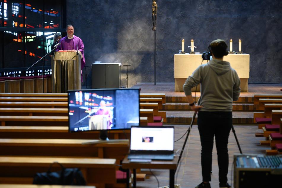 Ein Gottesdienst in Winterbach wird auf YouTube gestreamt.