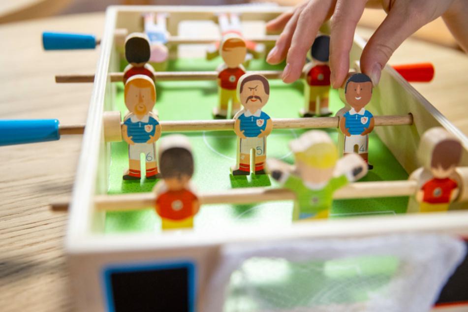 Dieses Tischfußball-Spiel im Museum in Nürnberg wurde bewusst antirassistisch gestaltet.
