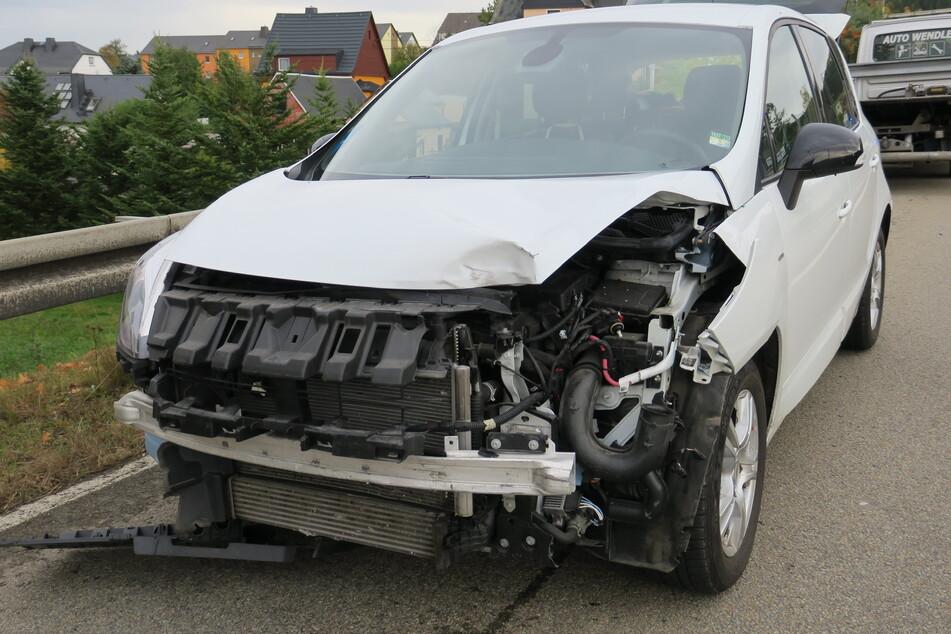 In Raschau auf der B101 gab es am Mittwoch einen schweren Unfall.