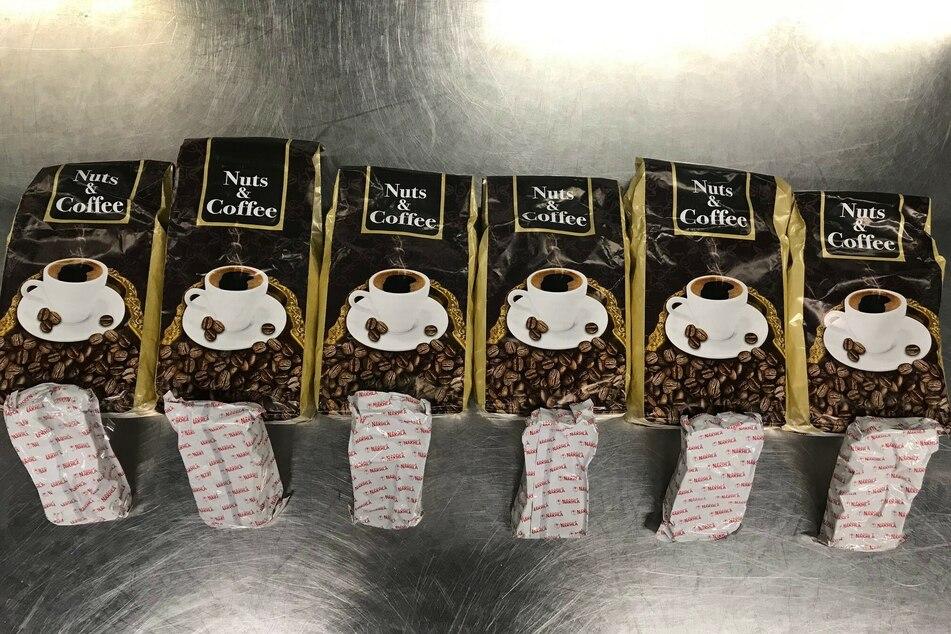 Schmuggel am Düsseldorfer Flughafen: In diesen Tüten befindet sich kein Kaffee