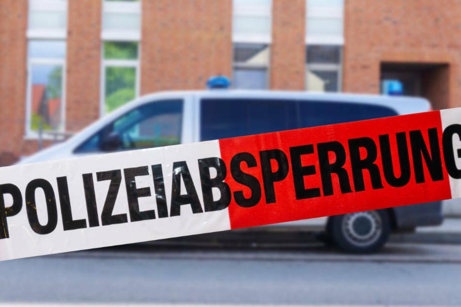 Die Polizei hat bereits einen Tatverdächtigen, den Mitbewohner des Toten, festgenommen.