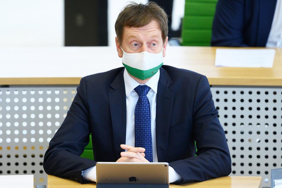 Ministerpräsident Michael Kretschmer (45, CDU) stand mit Experten und Bürgern im Austausch.
