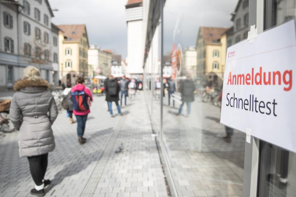 In Tübingen dürfen Leute nach einem Schnelltest beispielsweise shoppen gehen.