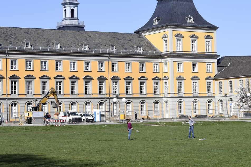 An der Uni Bonn hat es während einer Klausur zum ersten Staatsexamen einen medizinischen Notfall gegeben.