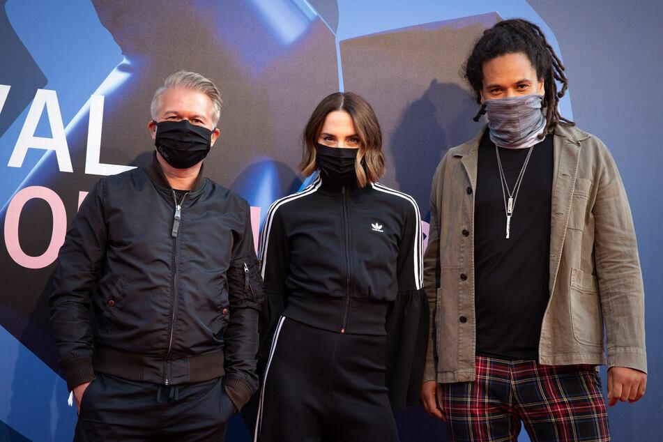 Die Mitglieder der Anchor Jury 2020 des Reeperbahn Festivals (v.l.) Markus Kavka, Melanie C., und Frank Delle traten mit Maske auf den roten Teppich.