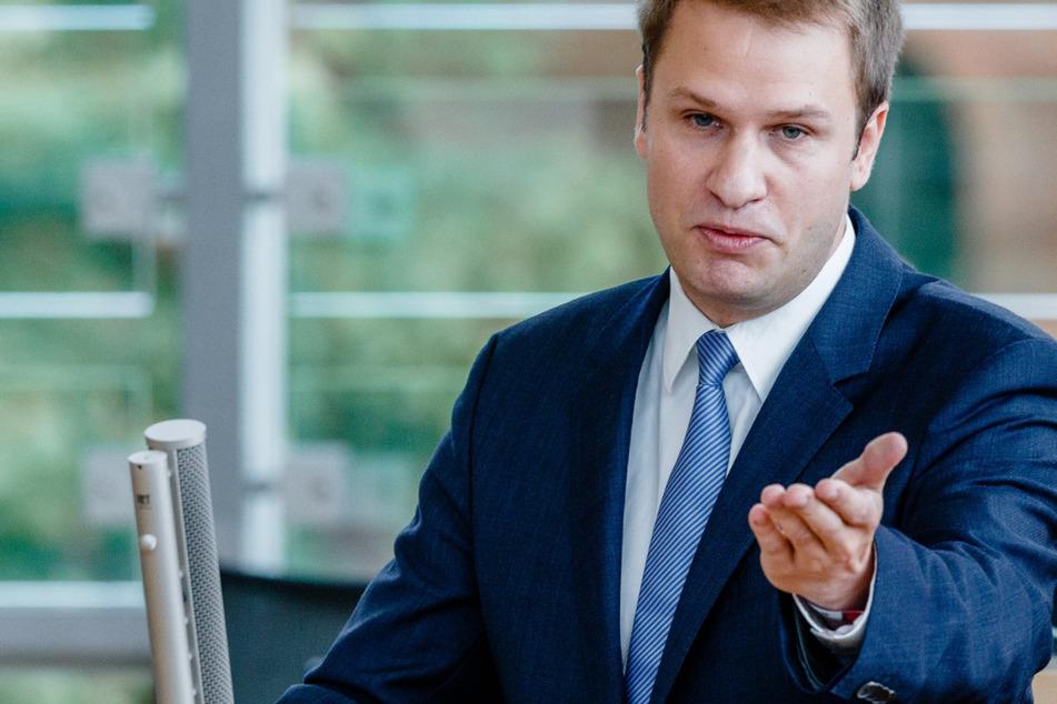Schleswig-Holsteins FDP-Fraktionschef Christopher Vogt (37) spricht während einer Aktuellen Stunde des Landtags.