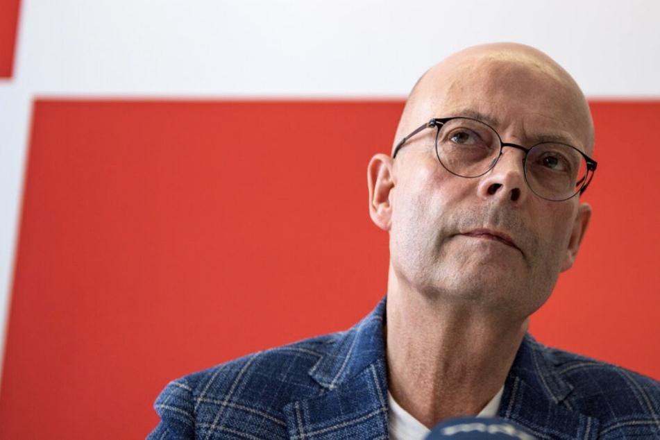 Bernd Wiegand (64, parteilos) ist seit Montag für eine unbestimmte Zeit von seinem Dienst als Oberbürgermeister von Halle suspendiert worden.