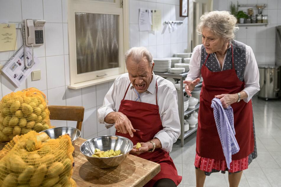 Sturm der Liebe: Werner Saalfeld hilft in der Fürstenhof-Küche