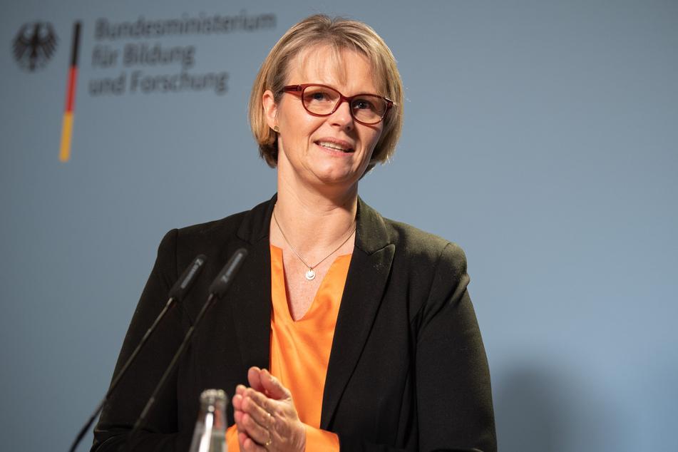 Anja Karliczek (49, CDU), Bundesministerin für Bildung und Forschung, will grundlegend über die Strukturen von Schule und Digitalisierung sprechen.