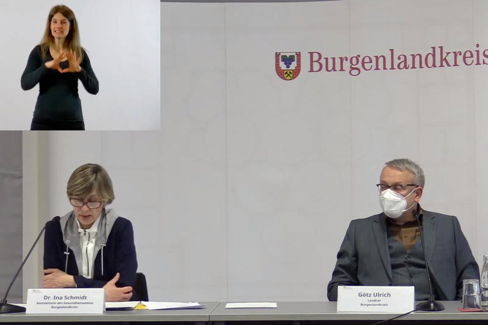 Amtsärztin Dr. Ina Schmidt (unten links) und Landrat Götz Ulrich (51, CDU) bei der Pressekonferenz am Mittwoch.