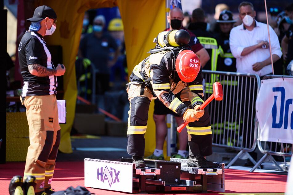 """Teilnehmer absolvieren bei den """"FireFit European Championships"""" den Parcours. Rund 400 Feuerwehrleute kämpften bei der Europameisterschaft um den Titel der fittesten Einsatzkraft."""