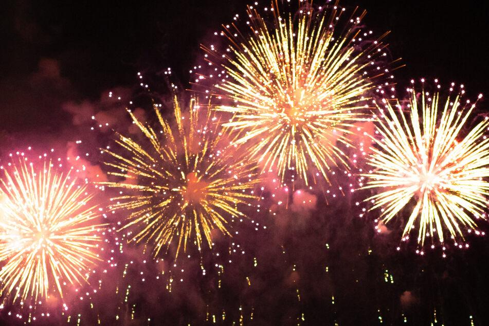 Irre Pyro-Show: Fußballverein feiert 100-jährigen Geburtstag mit spektakulärem Feuerwerk