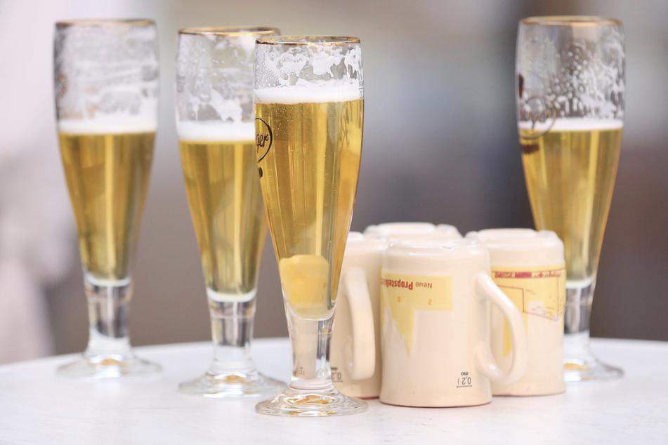 Der neue Tarifvertrag sieht monatlich 87 Euro mehr und eine Corona-Prämie von 750 Euro für die Beschäftigten der Brauereien vor. (Symbolbild)