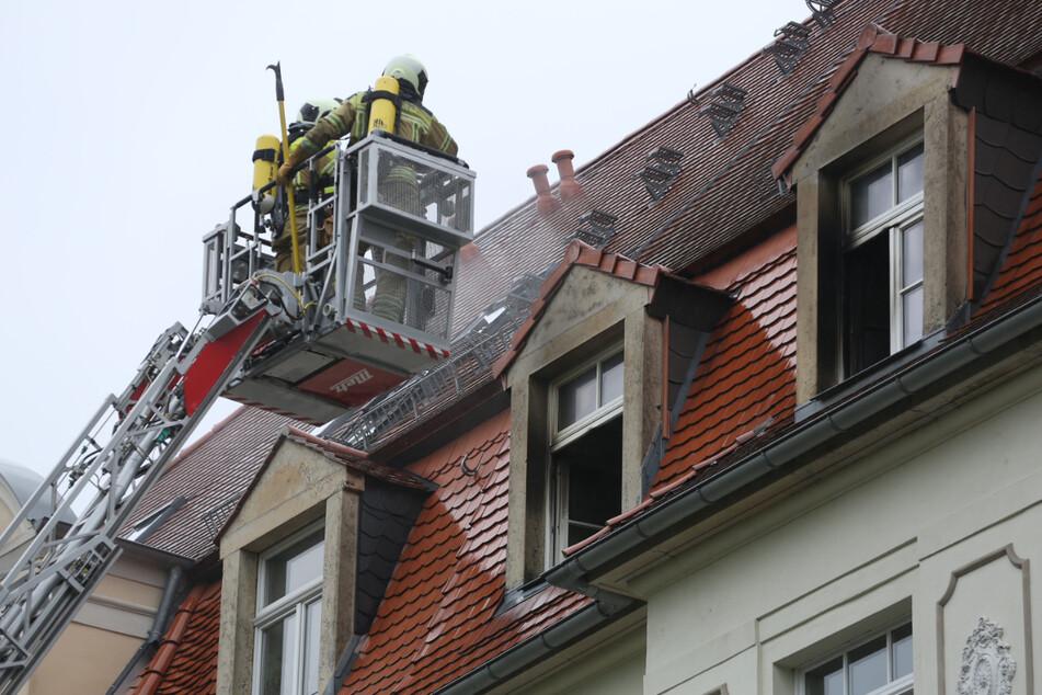 Mit Hilfe einer Drehleiter konnten die Kameraden das Feuer löschen.