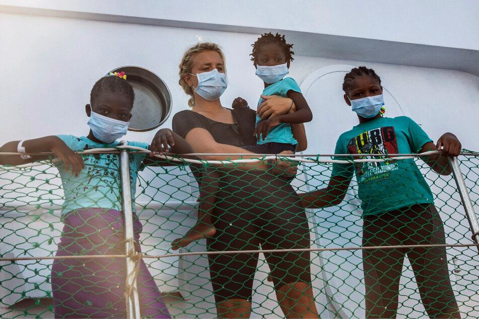 Rettungsschiff mit über 200 Migranten in Not