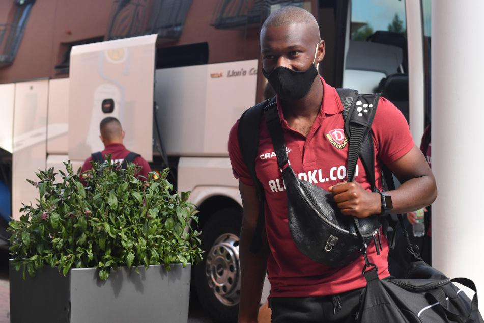 Die Dynamos tragen außer beim Training und während der Spiele immer eine Maske - hier Agyemang Diawusie (22).