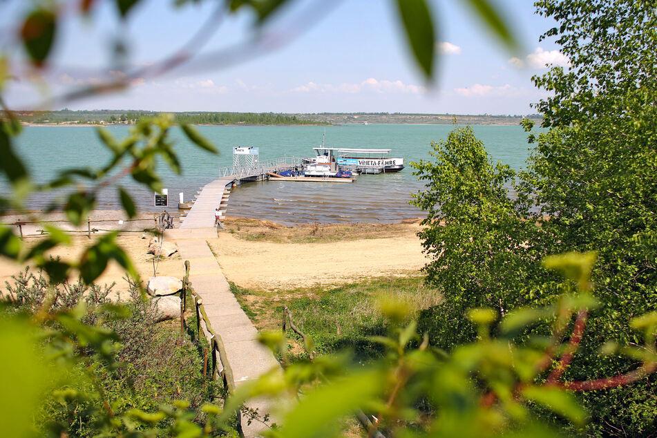 Idyllische Plätzchen, aber auch viel Trubel: Seit der Störmthaler See auch offiziell Badesee ist, wurde viel Geld und Zeit in ein reiches Freizeitangebot investiert. Foto aus 2014: