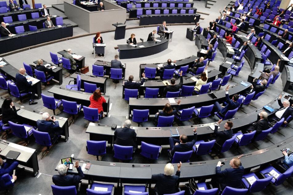 Abstimmung bei der Sondersitzung des Deutschen Bundestages zur geplanten Absenkung der Mehrwertsteuer ab dem 01.07.2020.