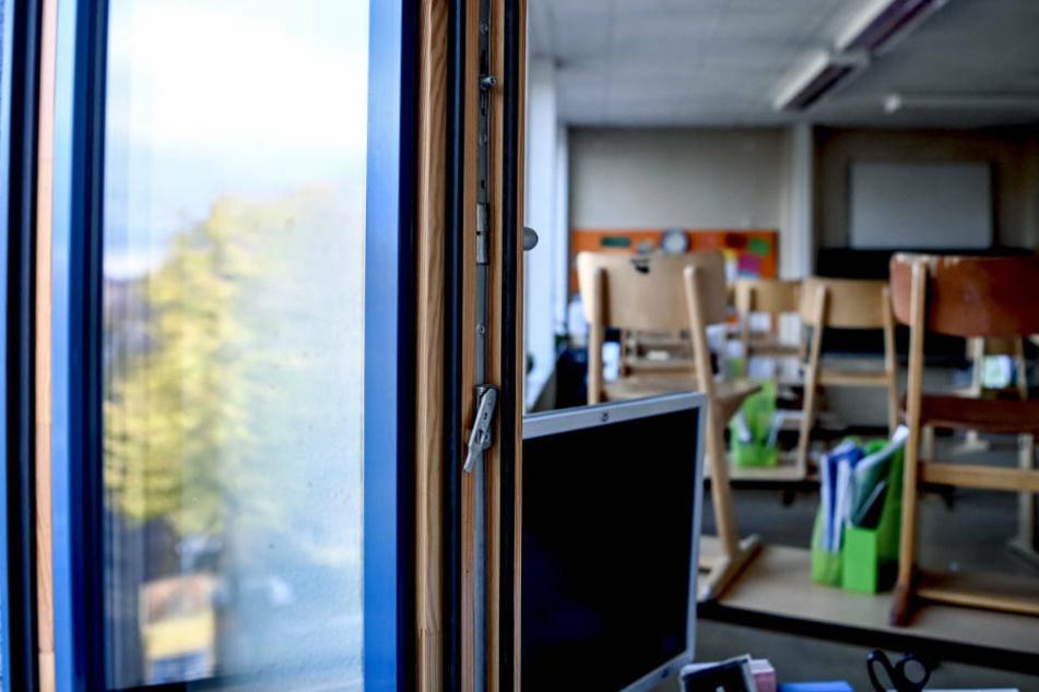Bei einigen Lehrern bleibt das Fenster die ganze Stunde geöffnet - auch bei Temperaturen um die null Grad (Symbolbild).