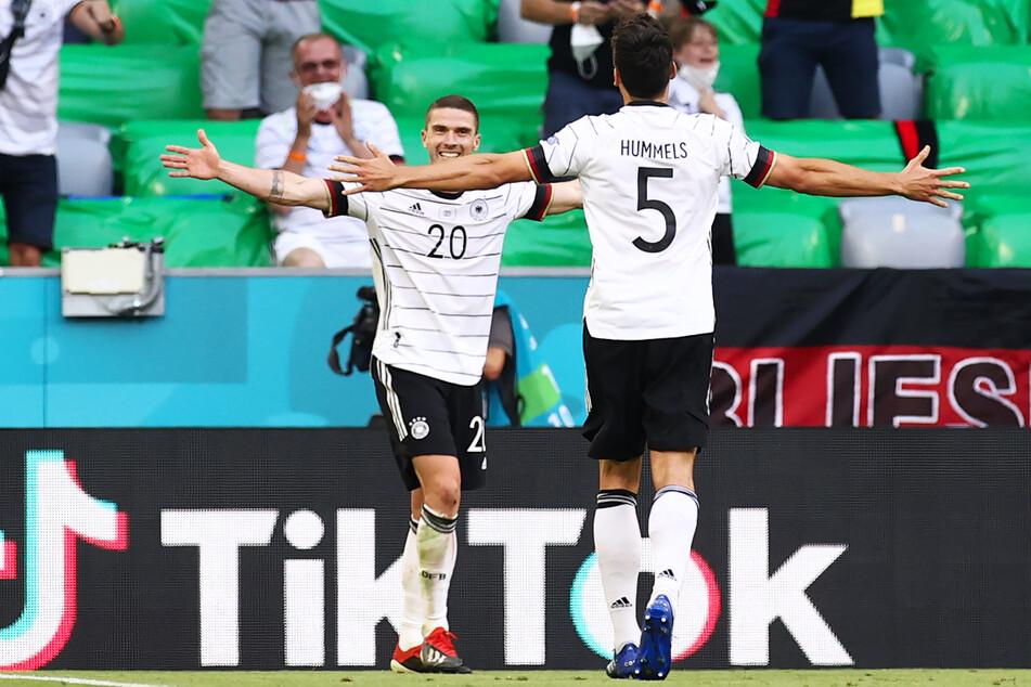 Ein Tor, zwei Vorlagen, viel Dynamik, Offensivpower und Laufstärke: Robin Gosens (26, l.) war Deutschlands Mann des Spiels!