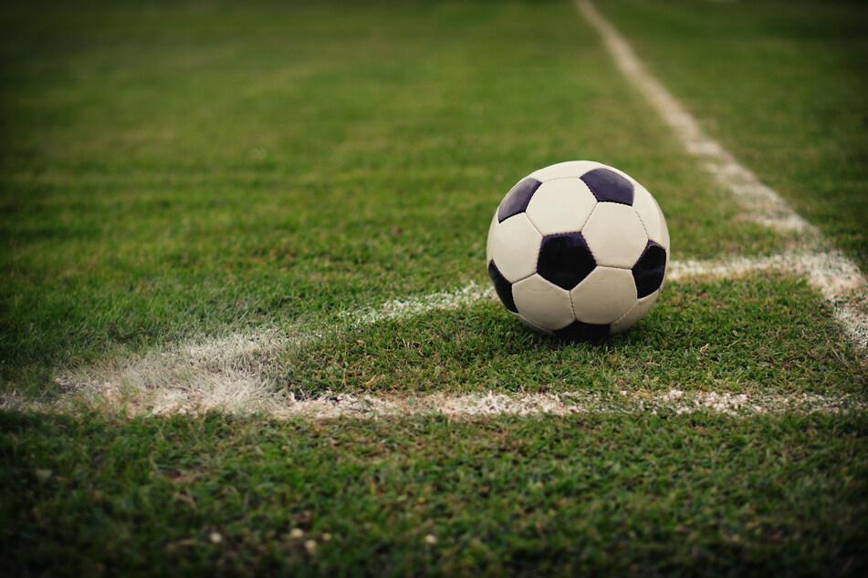 Ballpumpe löst Schlägerei auf Fußballplatz aus