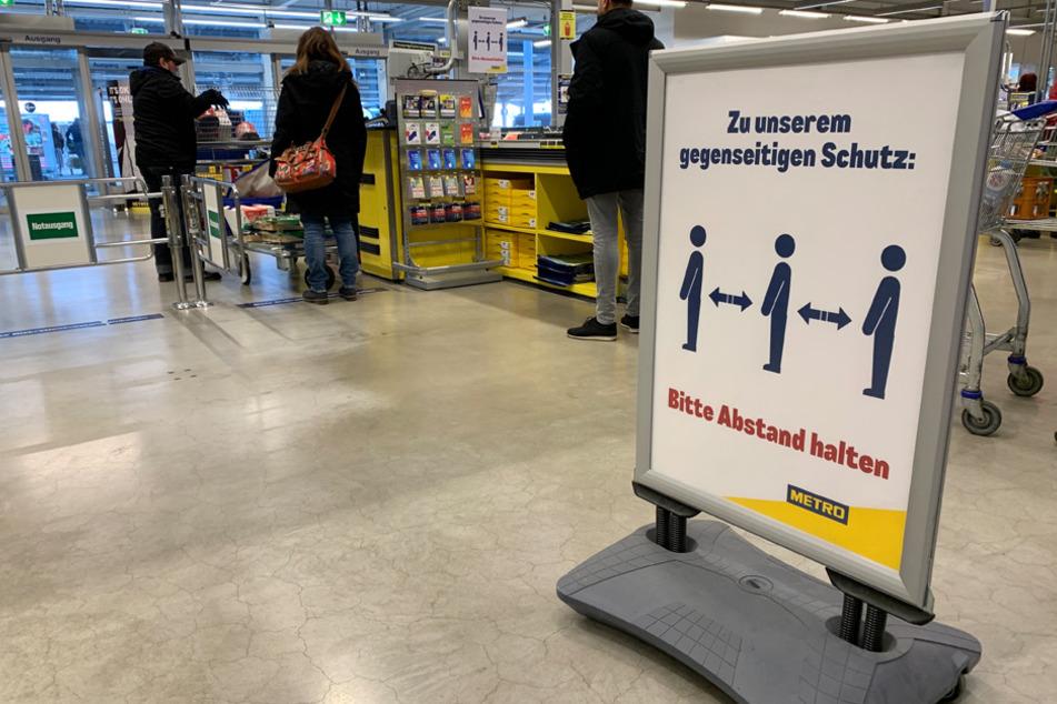 Geöffnet dank Regeln: Vor allem beim Einkaufen gibt es strenge Vorschriften, die nach und nach gelockert werden konnten. (Archiv)