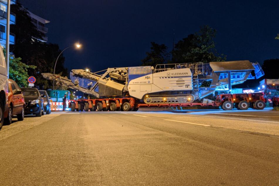 Nichts geht mehr! Schwertransport legt Verkehr in Hamburg lahm