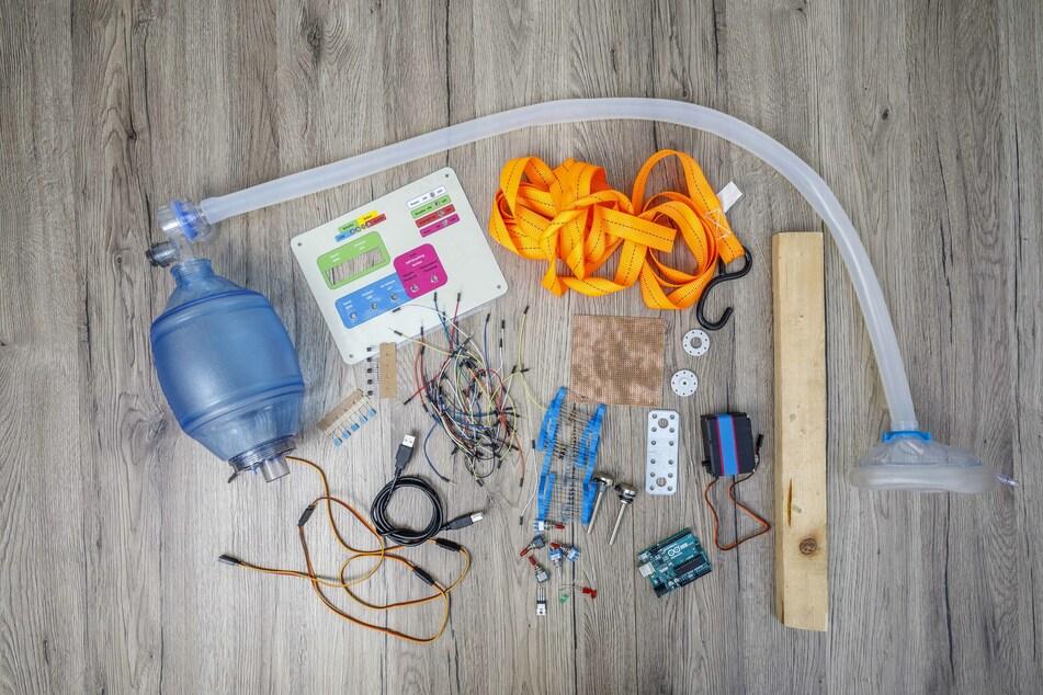 Beatmungsbeutel, ein paar Kabel und Schalter und einen Minicomputer - mehr brauchte Schulze für seine Idee nicht.