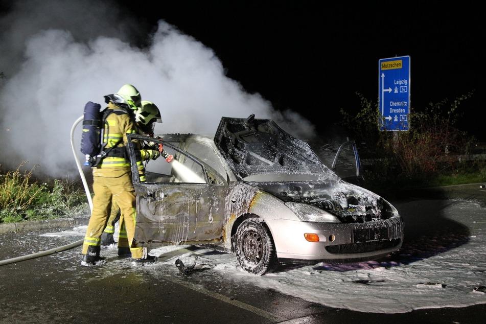 Einsatzkräfte der Feuerwehr löschten die Flammen.
