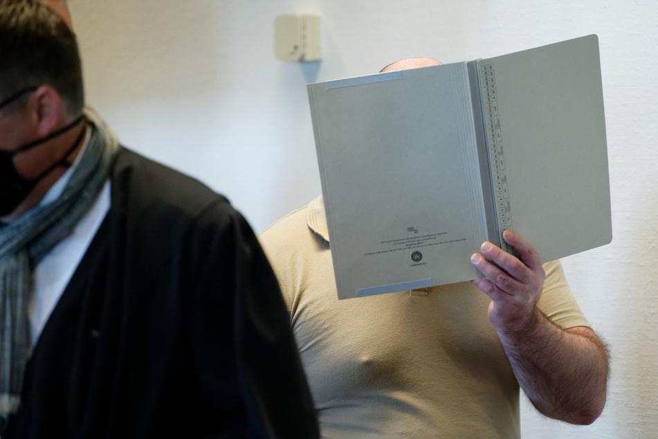 Missbrauchskomplex Bergisch Gladbach: Angeklagtem (33) drohen 12 Jahre Haft