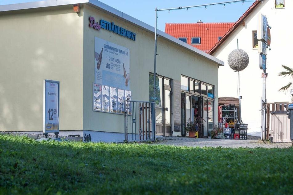 Der Getränkemarkt Mierisch am Dorfplatz 20 in Freital.