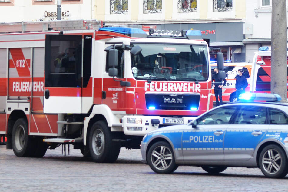 Einsatzkräfte von Polizei und Feuerwehr sind im Einsatz gewesen. (Symbolbild)