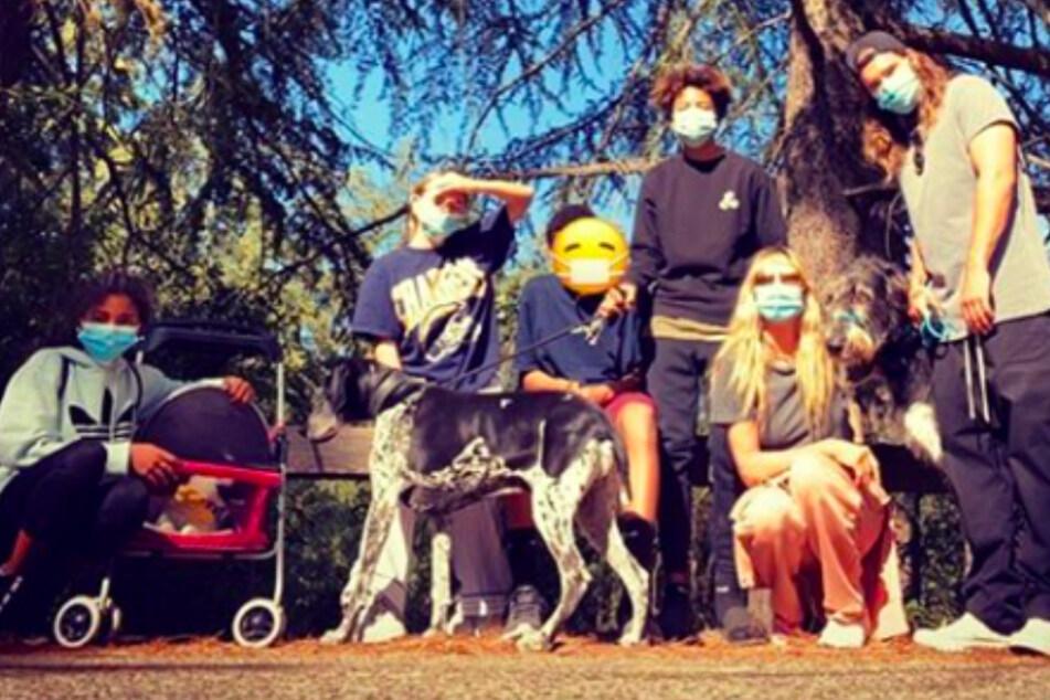 Heidi Klums Tochter mit Kinderwagen unterwegs?