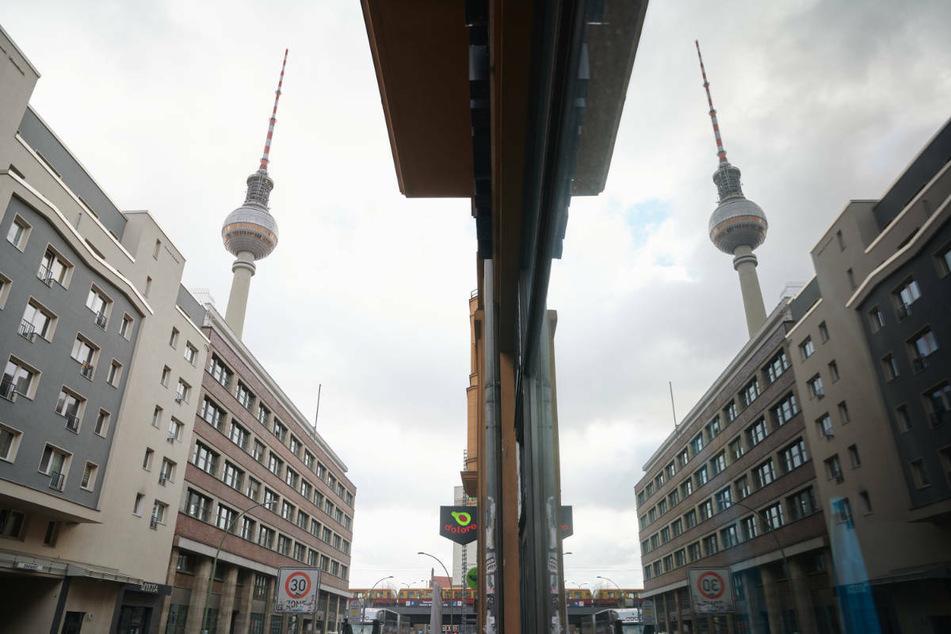 Der Fernsehturm ist in Sichtweite vieler Mietwohnungen. Nach dem Aus für den Berliner Mietendeckel gibt es für 1,4 Millionen Berliner Wohnungen wieder einen Mietspiegel.