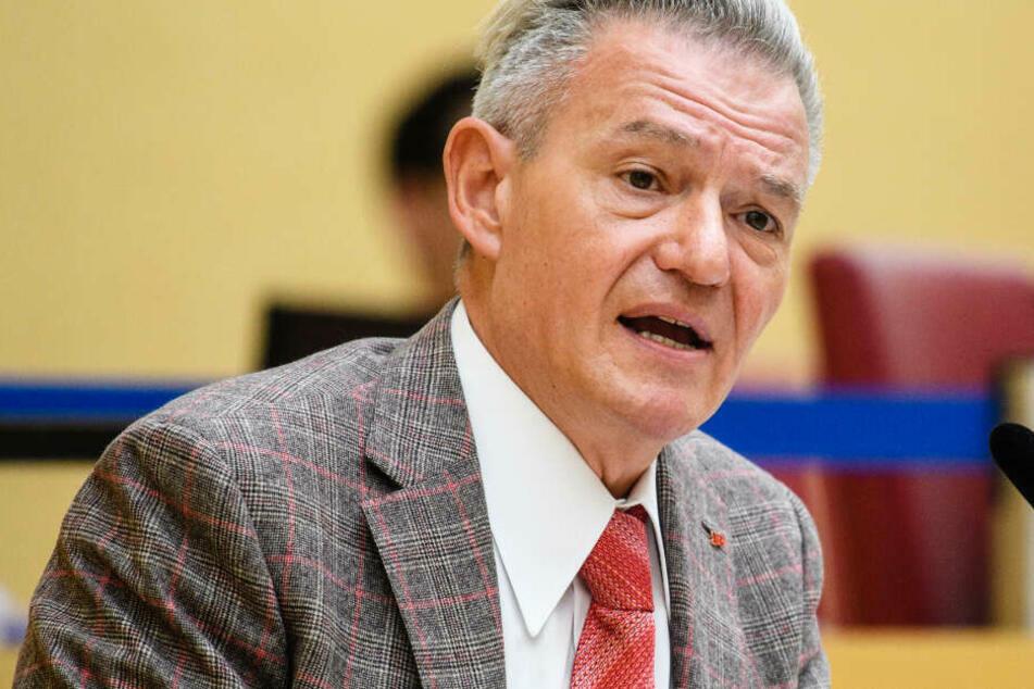 Der Vorsitzende der SPD-Landtagsfraktion in Bayern, Horst Arnold (58), geht gegen bestimmte Corona-Regeln vor. (Archiv)
