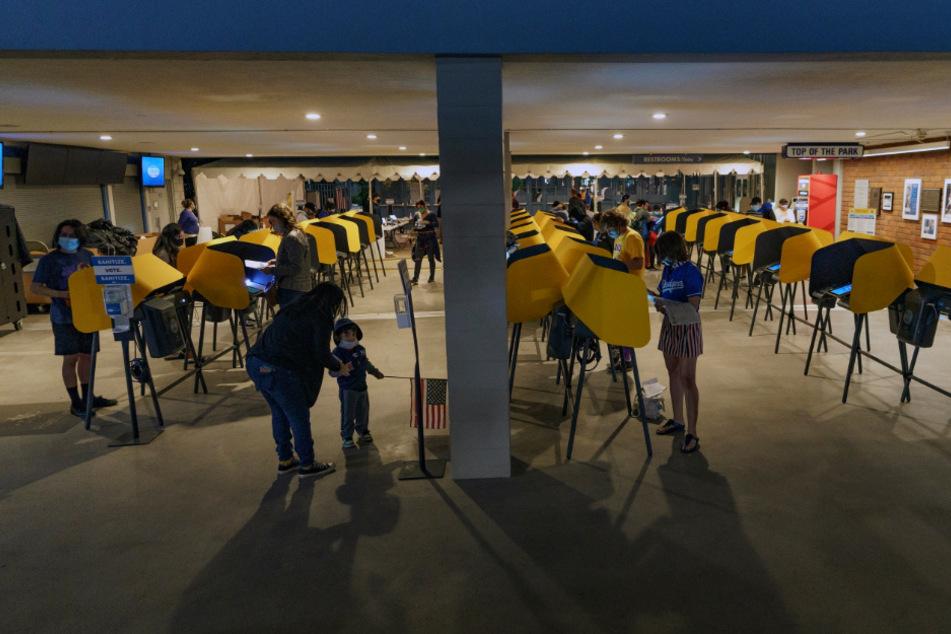 Es wird spannend: Wahllokale in mehreren US-Bundesstaaten bereits geschlossen