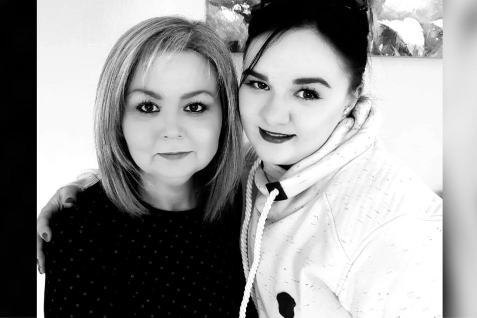 Theresa (l.) trauert um ihre Tochter Bonnie Smith (r., 26), die bei einem Familienurlaub ums Leben kam.