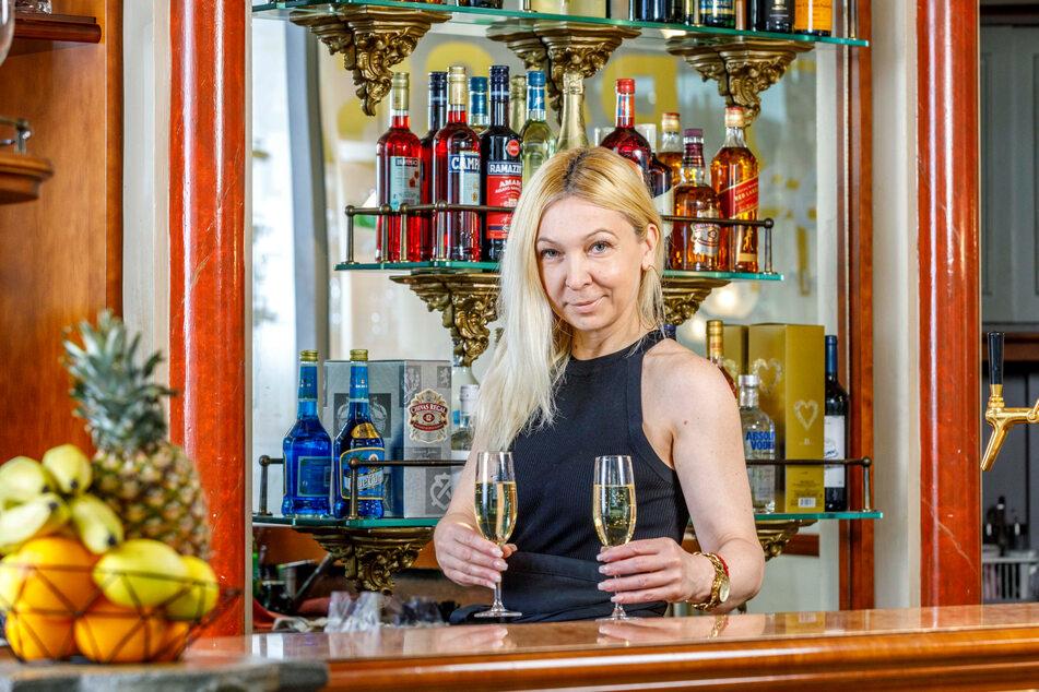 """Aleksandra Maglica (47) ist die neue Gastgeberin in der """"Queen""""-Bar im QF."""