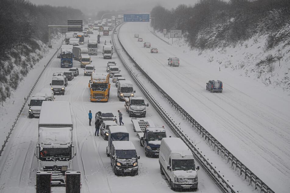 Das heftige Winter-Wetter sorgten auf der A4 für kilometerlange Staus.