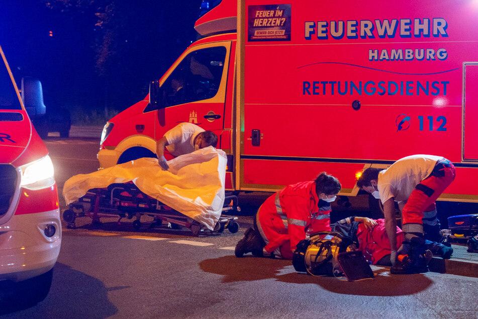 Betrunkener Biker wird von Auto erwischt und schwebt in Lebensgefahr!