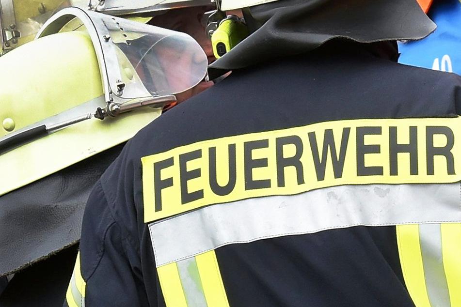 Brand in Bayern: Die Feuerwehr rückte aus, brachte die Flammen demnach vor Ort schnell unter Kontrolle. (Symbolbild)