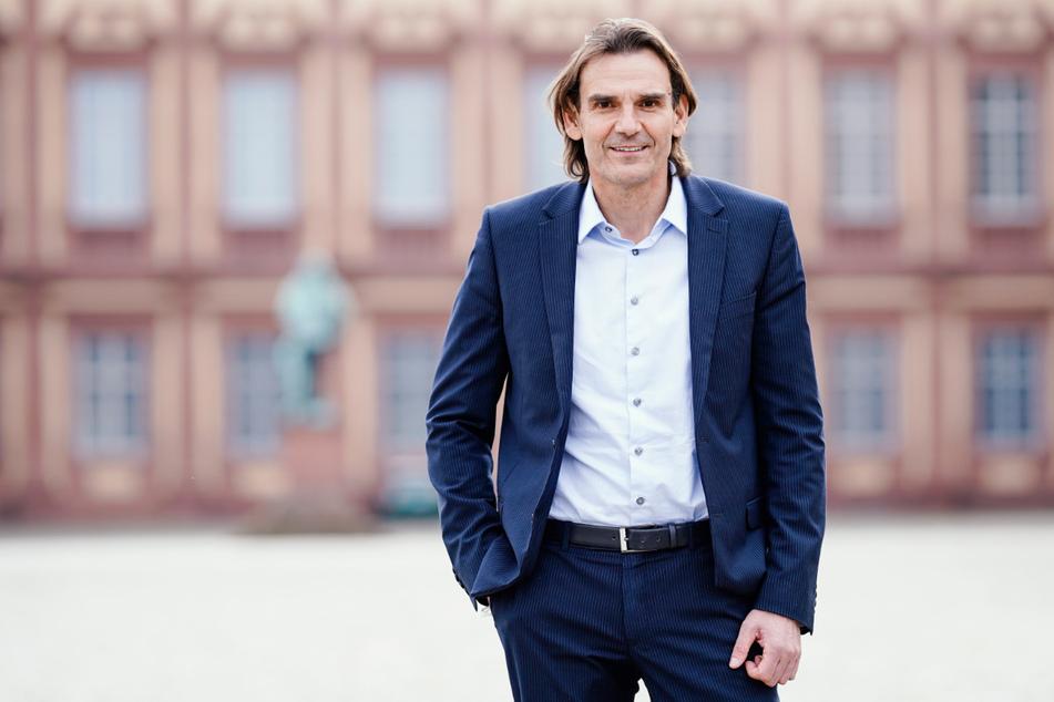 LKA-Chef Andreas Stenger (58) glaubt, dass die Ausschreitungen zwischen jungen Menschen und der Polizei nach der Wiedereröffnung der Clubs und Diskos weniger werden.