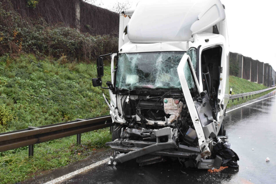 Unfall auf der A4 bei Köln: Lkw-Fahrer schwebt in Lebensgefahr