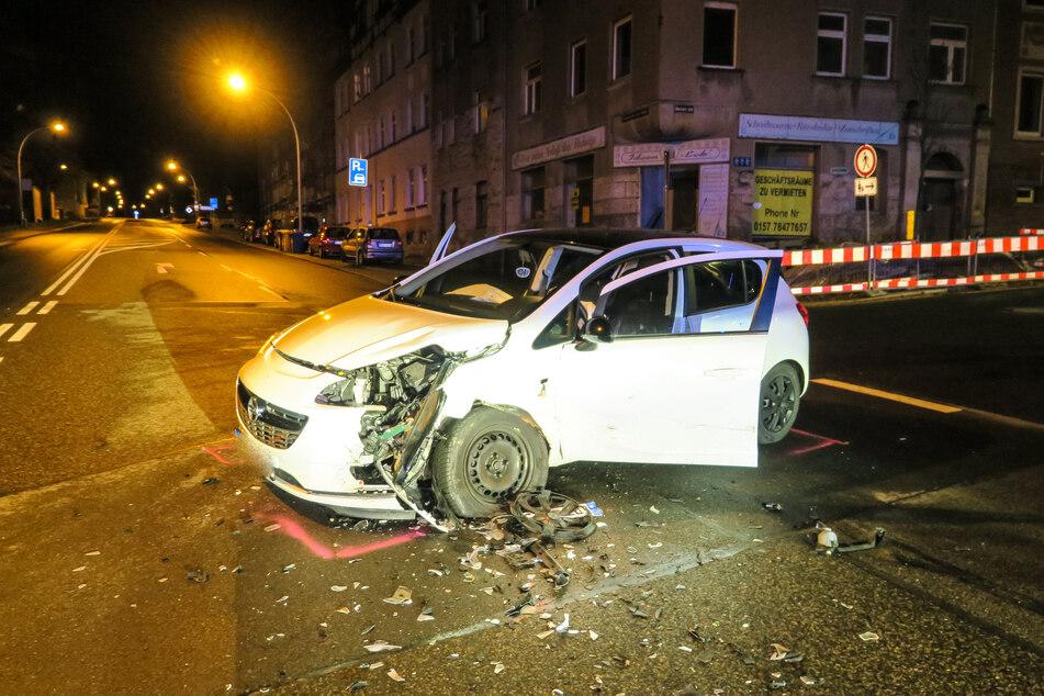 Am Mittwochabend sind ein Opel und ein VW in Aue auf der Schwarzenberger Straße zusammengestoßen.